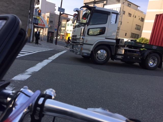 自転車通勤は車道の左端を走行