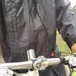 梅雨時の自転車通勤はカッパか電車か?