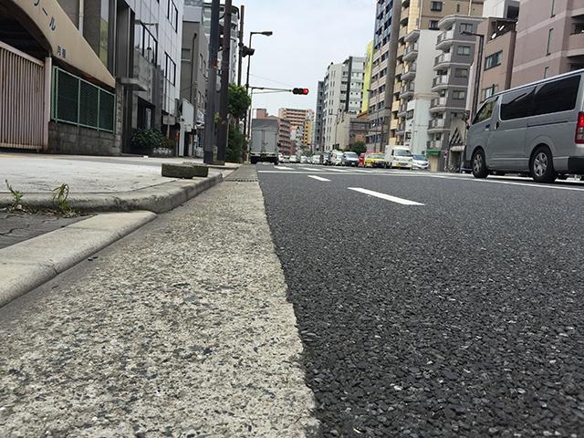 真夏の自転車通勤の路面