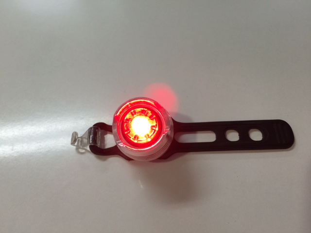 DOSUN Ruby(ルビー)リアセーフティライト 点灯