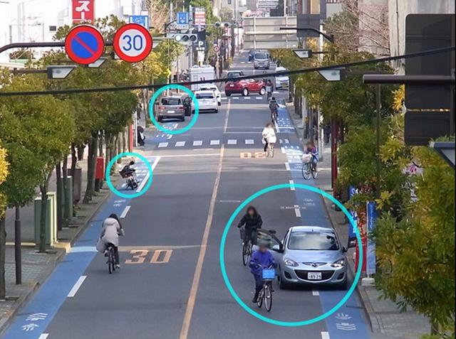 自転車専用レーンの駐車車両
