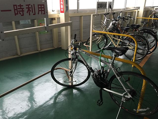 ワイヤーで自転車を固定